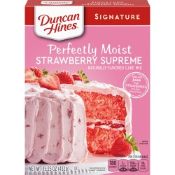 Duncan Hines Signature Perfectly Moist Strawberry Supreme Cake Mix 432g